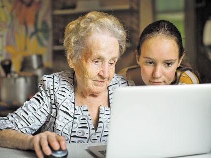 Здоровым и дееспособным старикам в России часто бывает трудно найти работу // Shutterstock