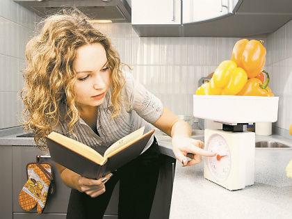 Не забывайте из полученного веса продуктов вычитать массу тары, например тарелки или блюда // Shutterstock