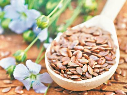 Один из полезных и доступных продуктов, который можно купить на рынке или вырастить в огороде – семена льна // Shutterstock