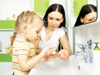 С наличием счетчиков мы все больше приучаемся экономить воду // Shutterstock