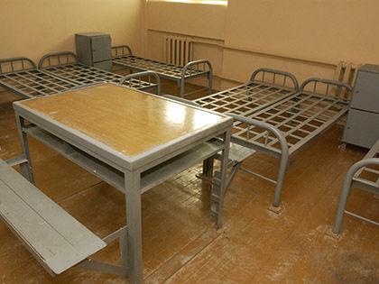 Ведомство уже закупило раскладные кровати на случай, если в камерах будет не хватать спальных мест // Russian Look