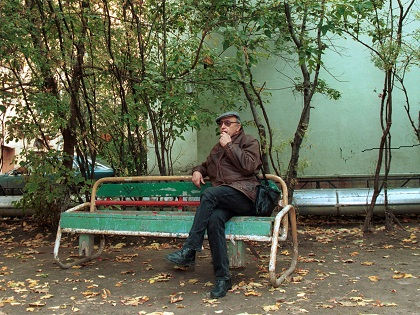 Возможно, что кресло с балкона сбросили на пенсионера подростки 12–13 лет // Russian Look