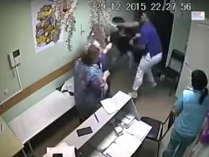 Врач избил пациента в больнице Белгорода, после чего пациент скончался // Стоп-кадр YouTube