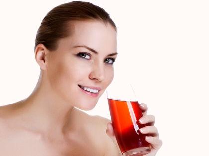 Девушка со стаканом вишневого сока // Global Look