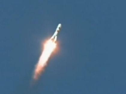 Ракета «Союз» вместе с кораблем «Прогресс М-27М» стартовала с космодрома Байконур 28 апреля // Кадр YouTube
