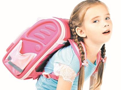 Детский рюкзак не должен весить больше 1 кг // Shutterstock