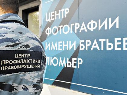 В борьбе двух центров победил тот, что в камуфляже // Андрей Струнин / «Собеседник»