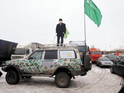 Лидер МПВП Котов на броневике. Почти Ленин // Андрей Струнин / «Собеседник»