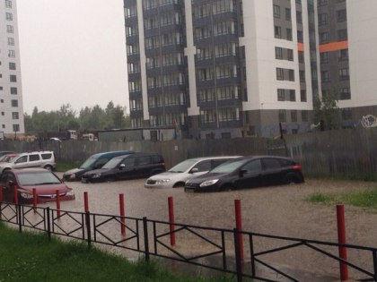 Последствия ливня на улице Генерала Чоглокова // Вконтакте / ДТП и ЧП | Санкт-Петербург
