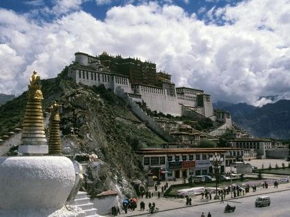 Загадочный Тибет притягивает к себе многих путешественников // Helen Von Sternberg / Russian Look