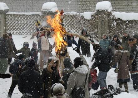 Чучело американского президента должно было быть сожжено на празднике Масленицы в селе Красный Партизан // Russian Look