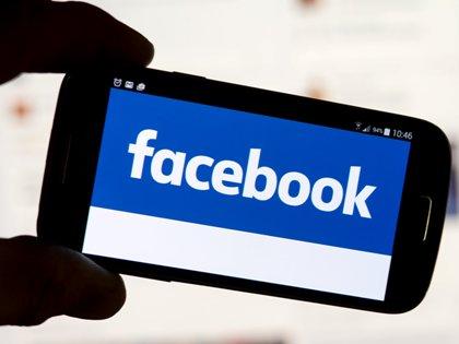 Благодаря функции Live Location у обладателей Facebook Messenger появится возможность посылать друг другу свои координаты в сообщениях // Tobias Hase / Global Look Press