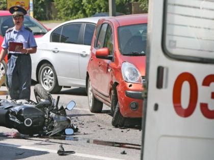 Недопонимание мотоциклистов и автолюбителей на дороге может закончиться трагедией // «РИА Новости»