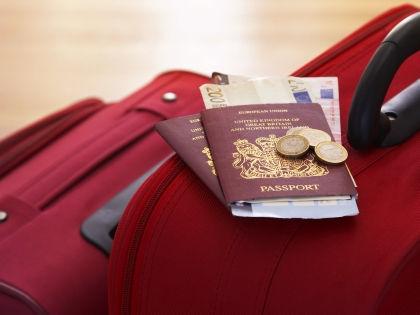 Документы на чемоданах // Martin Poole/Global Look