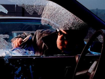 Автоэксперт Игорь Моржаретто: Ловить угонщиков должна полиция, а не граждане // Global Look Press
