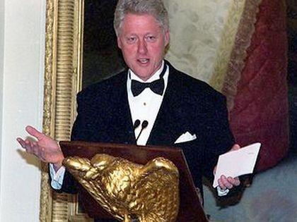 Клинтон летел на канадском самолёте Dash 7  // Global Look Press