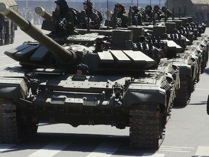 На параде каждый танк ехал на определённом расстоянии //  Замир Усманов / Russian Look