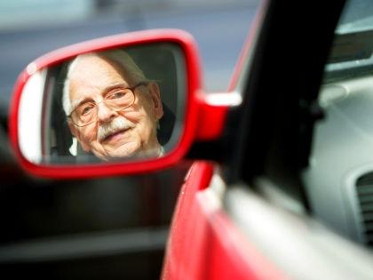 Пожилой водитель // Rolf Vennenbernd/Global Look