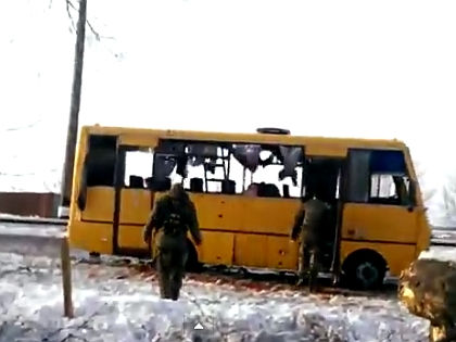Расстрелянный под Волновахой автобус // Кадр YouTube