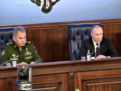 Министр обороны Сергей Шойгу и президент Владимир Путин // Global Look Press