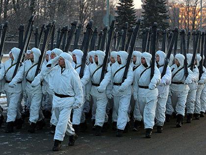 Общий рост зарплат военным в 2015 году ожидался на уровне 20% // Russian Look