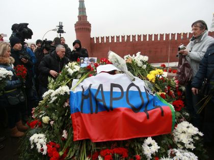 Немцов был очень обаятельным, очень весёлым человеком, вспоминает поэт // Global Look Press