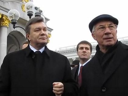 Виктор Янукович и Николай Азаров // Кадр YouTube
