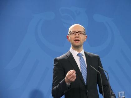 О намерениях Киева денонсировать военные соглашения с РФ заявил премьер-министр Украины Арсений Яценюк // Global Look Press
