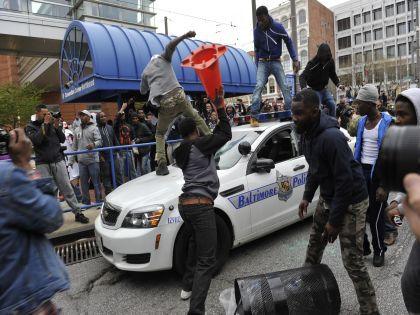 Жители города вышли на улицы после смерти в тюрьме афроамериканца // Global Look Press