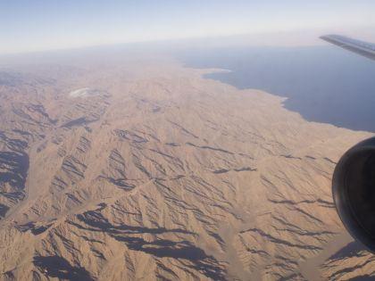 СМИ пишут, что обломки самолёта уже нашли на Синайском полуострове // Global Look Press