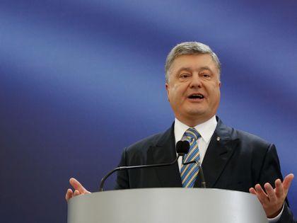 Никаких проблем с принятием закона Порошенко не будет, говорит эксперт // Global Look Press