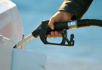 С 1 апреля в России выросли акцизы на бензин и дизельное топливо // Global Look Press