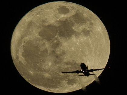 Луноходы приземлятся в районе Озера Смерти // Global Look Press