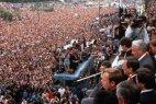 Госпереворот ГКЧП спровоцировал массовые гражданские выступления по всей стране, результатом которых стали приход к власти демократической оппозиции во главе с Борисом Ельциным, прекращение существования Советского союза и появление на карте мира нового государства под названием Российская Федерация