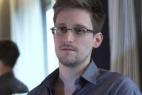 3. Касались вопросы и новейших технологий, которые бы могли огородить интернет-пользователей от мониторинга АНБ. Этот вопрос стал очень актуальным после того, как выяснилось, что американские спецслужбы собирают данные адресных книг клиентов почтовых сервисов и анализируют тексты писем. То ли Сноуден не в курсе последних технологических тенденций, то ли считает, что для раскрытия всех тайн еще не время.