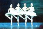 Все остальное эфирное время занимала трансляция балета «Лебединое озеро», который впоследствии стал своеобразным зловещим символом диктатуры на долгие годы