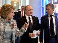 """""""Политический водевиль"""": как Дума и Совфед поссорились из-за каникул"""