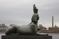 Основная часть памятника - сфинксы - не пострадали