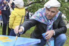 На посадке черешневого леса работали не покладая рук все, в том числе Павел Астахов