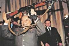 Вряд ли Калашников догадывался, что после его смерти концерн и его дочь будут судиться