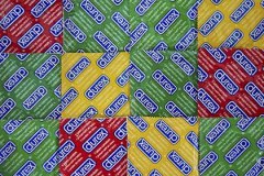 Росздравнадзор приостановил продажу презервативов Durex