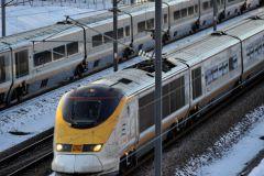 По тоннелю осуществляют движение как пассажирские, так и грузовые поезда
