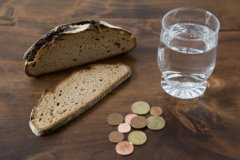 Россияне все чаще берут кредиты на самое необходимое, даже на еду