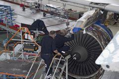 Все элементы самолета, готовящегося к выполнению рейсов, проходят тщательные проверки