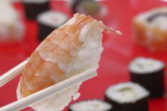 Употребление жирной рыбы помогает снижать симптомы депрессии