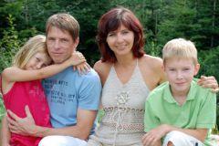 Появление на свет второго ребенка делает его родителей более счастливыми