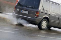 Грязный воздух с выхлопными газами приводит к набору лишнего веса