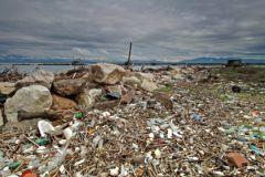 Еще недавно туристы жаловались на горы мусора на крымских пляжах