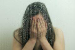 В состоянии стресса люди выдергивают волосы и расчесывают кожу
