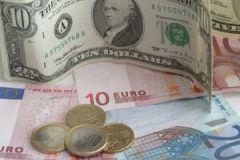 """Доллар и евро: с чем и куда ехать из """"рублевой зоны"""""""
